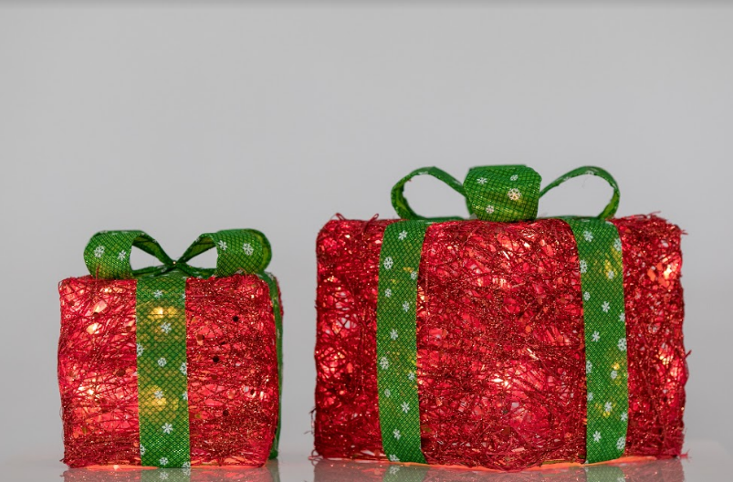 "Set of 2 Rattan Gift boxes (8"" & 10"") - Red w/ Green Bow"
