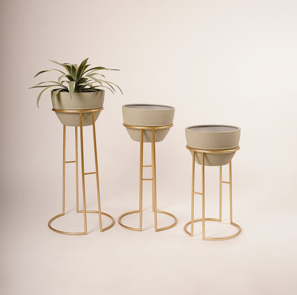 MetalIe Chic  Planter