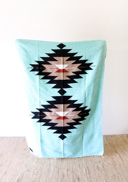 DOS DIAMANTRES MINT - TRADITIONALLY WOVEN ARTISAN BLANKET