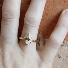 Love Note Pear-Cut Halo with Morganite Centre