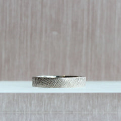 Knurling Flat Band in Palladium White Gold