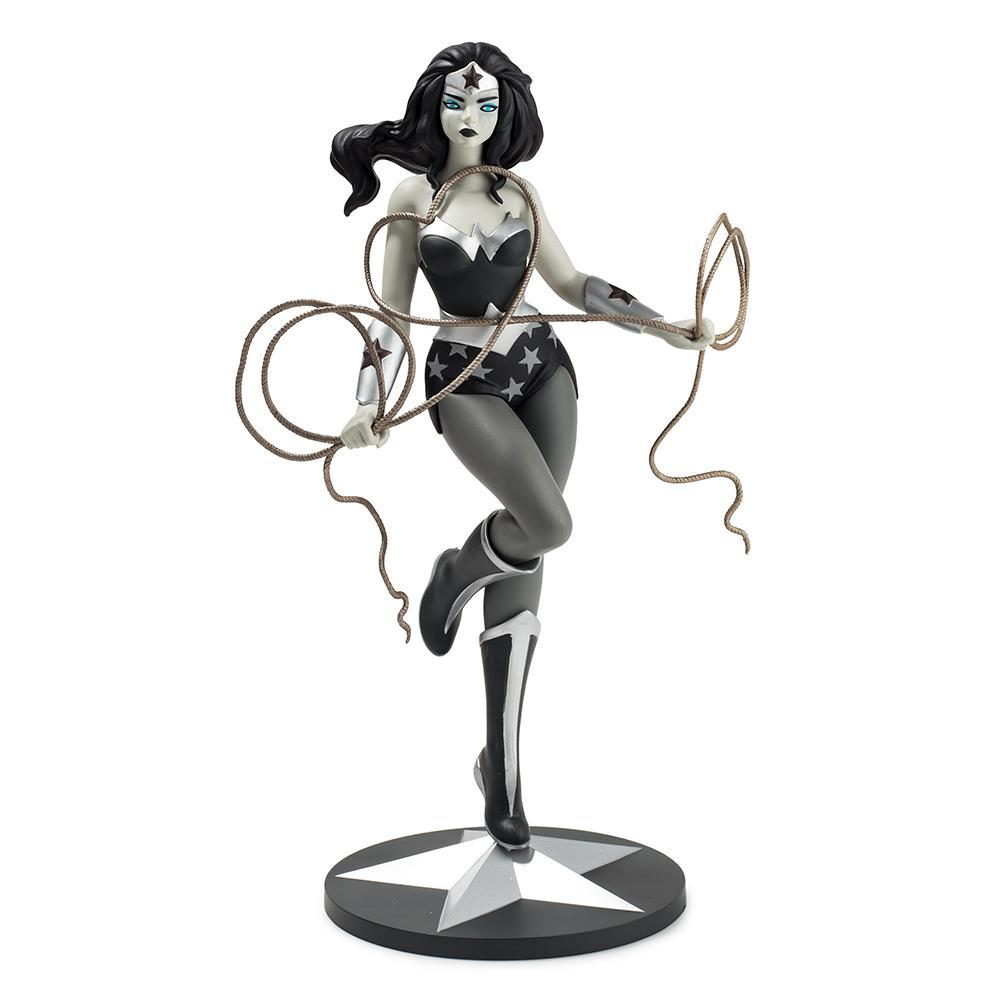 Vinyl - Wonder Woman Grayscale Art Figure By Tara McPherson