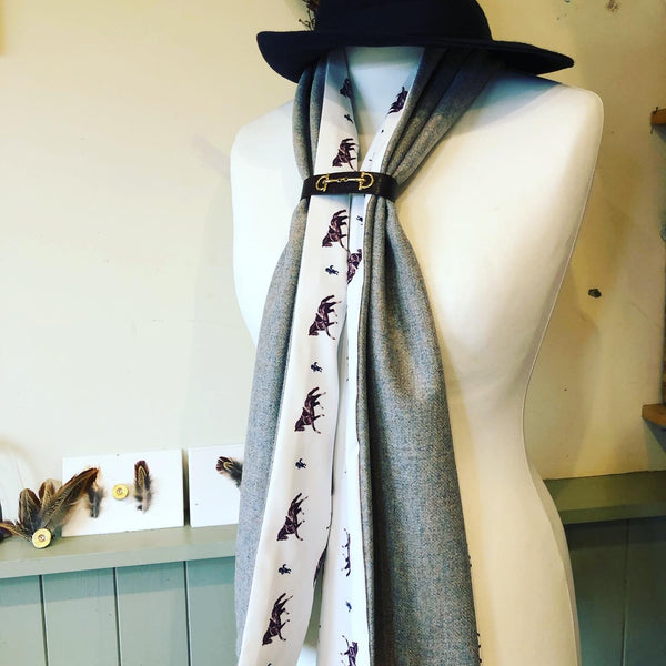 The lady tweed scarf