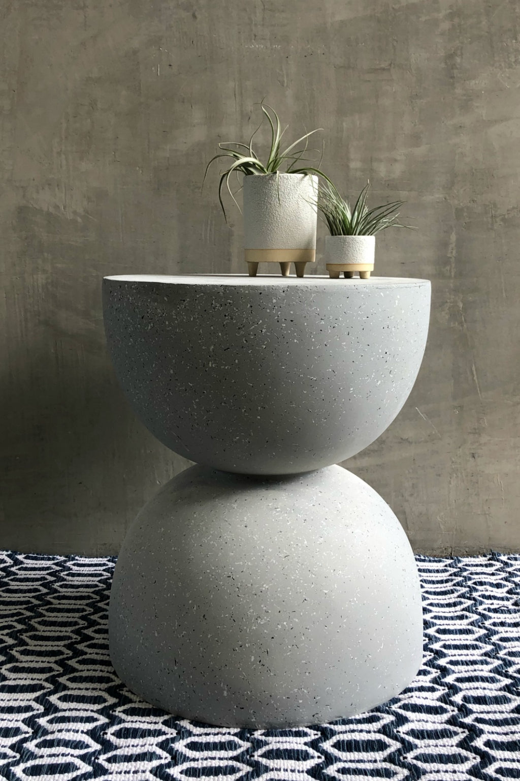 UMA Home Decor Fiberglass Terrazzo Side Table in Grey