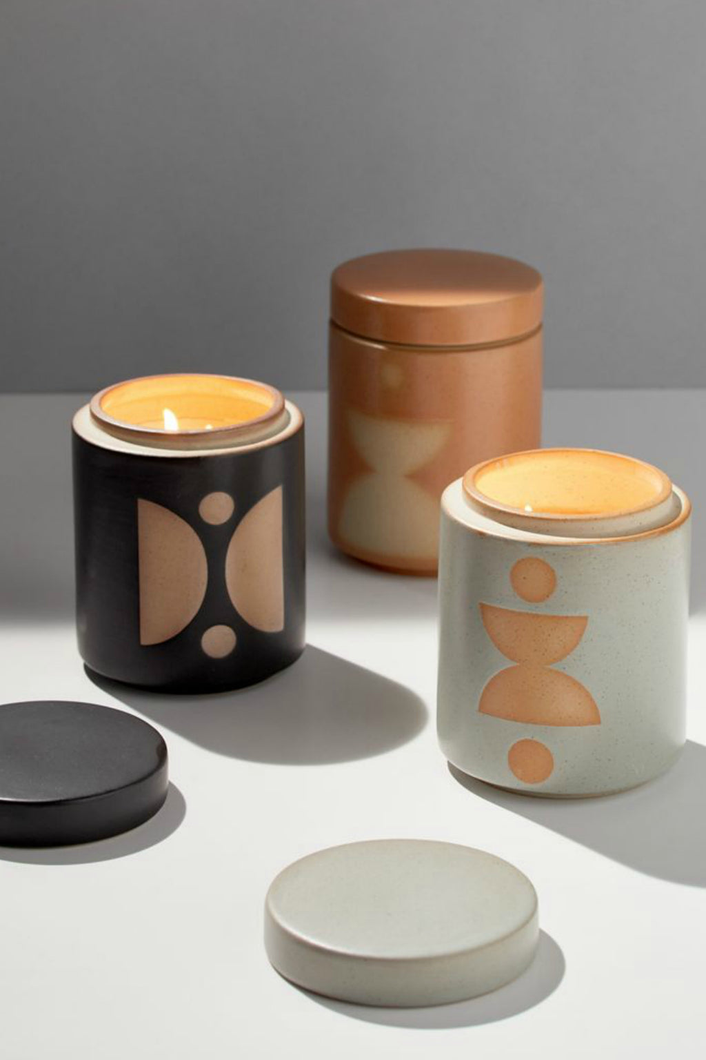 Form Ceramic Candle with Lid, Palo Santo Suede