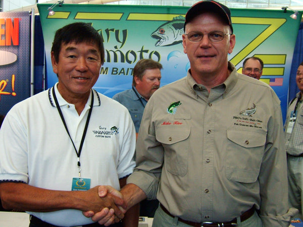 Owner of PRO's glue shaking hands with Gary Yamamoto