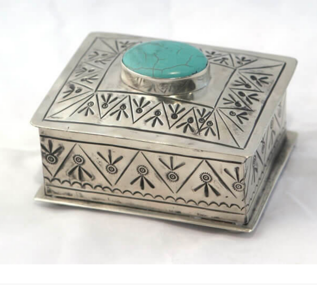 Small Stamped Box with Turquoise Nº3