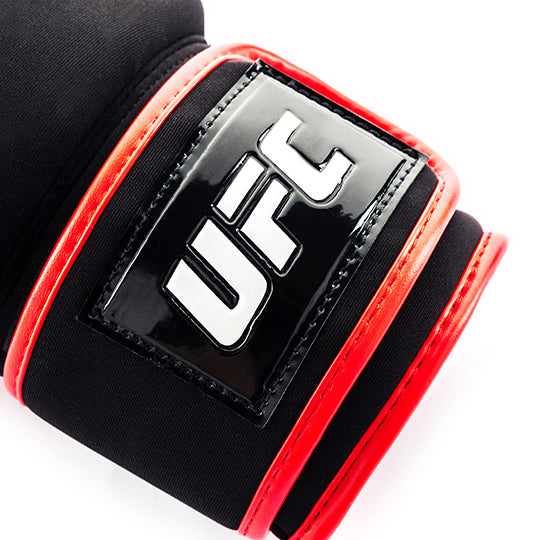 Short cuff and rigid strap for secure wrist support