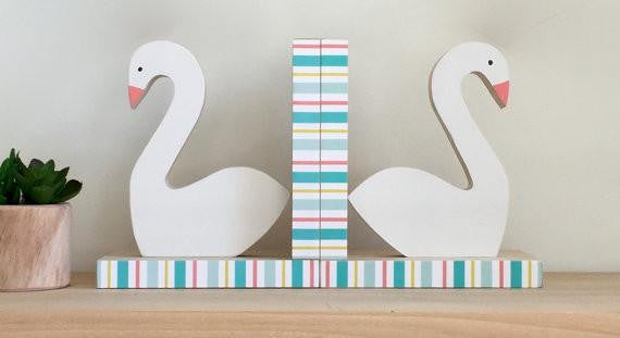 Swan Bookends - Wiggles Piggles  - 1