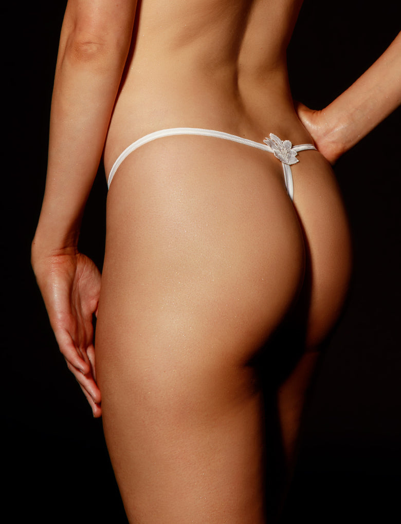 Amelie Ivory Thong