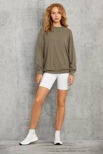 Load image into Gallery viewer, Alo Yoga Soho Pullover Lightweight Sweatshirt in Olive Branch Green