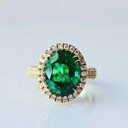 4 Ct Oval Cut Green Emerald With Halo Diamond Ring 14K Yellow Gold 14K