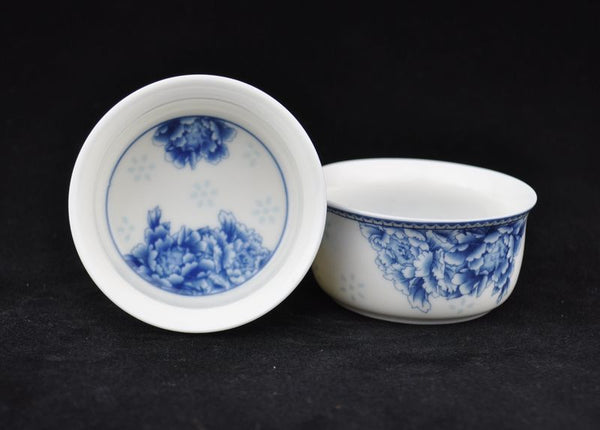 "Jingdezhen ""Blue Peony on White Porcelain"" Cups for Gong Fu tea brewing * Set of 4 - Yunnan Sourcing Tea Shop"
