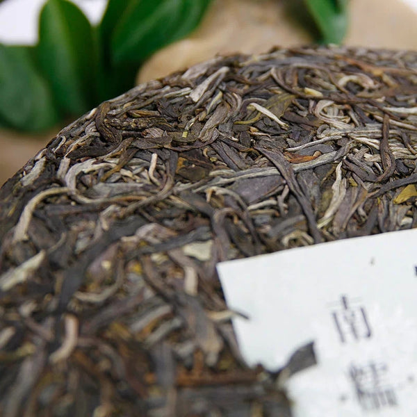 "2017 Guan Zi Zai ""Nannuo Mountain"" Raw Pu-erh Tea Cake"