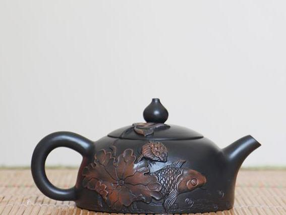 "Jian Shui Clay ""Lian Nian You Yu "" Teapot by Yang Zhen * 150ml"