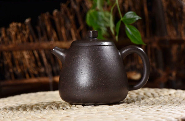 "Hei Jin Gang Clay ""Gao Shi Piao"" Yixing Teapot * 200ml"