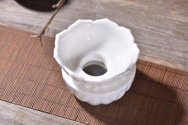 "De Hua White Porcelain ""Reflections"" Strainer with Stand"