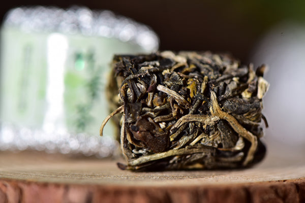 "Mengku ""Raw Pu-erh Tea"" Roasted in Aromatic Bamboo"