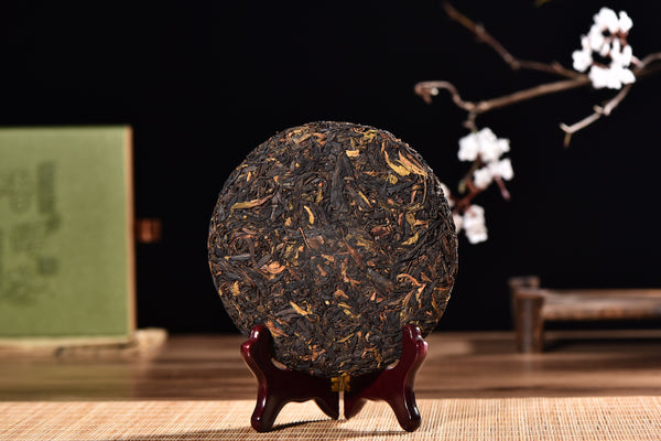 "Wild Tree Purple ""Ye Sheng Cha"" Raw Pu-erh Tea Cake in Gifting Box"