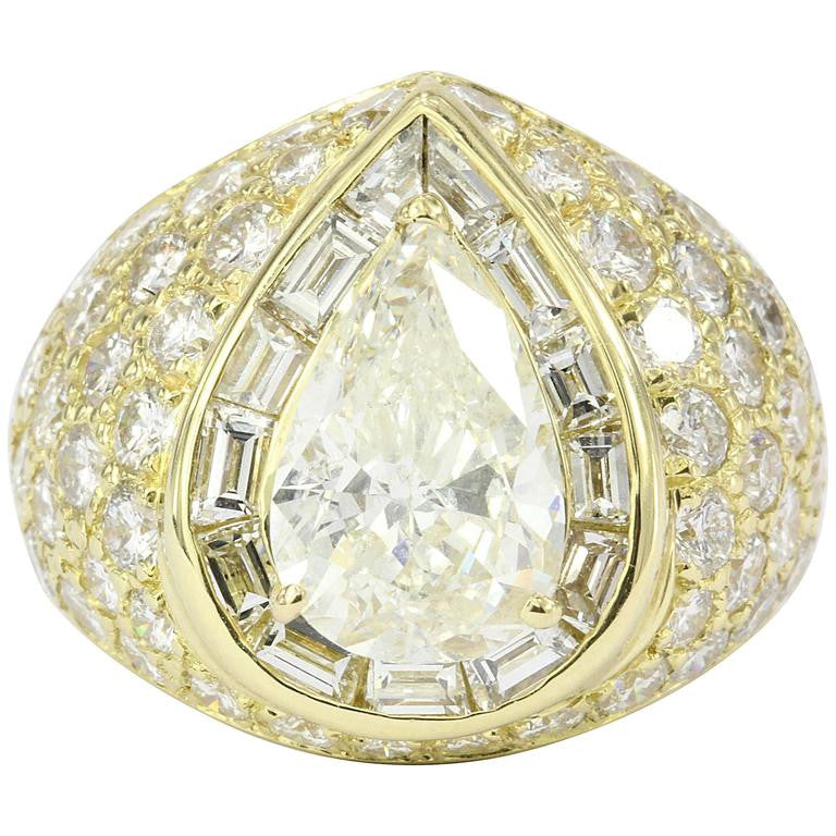 Modern 18K Yellow Gold 3.51 Carat Pear Shaped Diamond Ring GIA Certified - Queen May