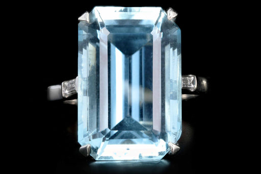 Modern Platinum  14.81 Carat Aquamarine and Baguette Diamond Ring - Queen May