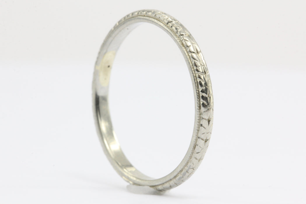 18K White Gold Art Deco Etched Wedding Band