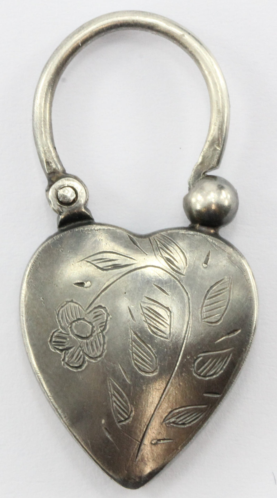 Antique Sterling Silver Scottish Agate Hand Etched Heart Lock Pendant - Queen May