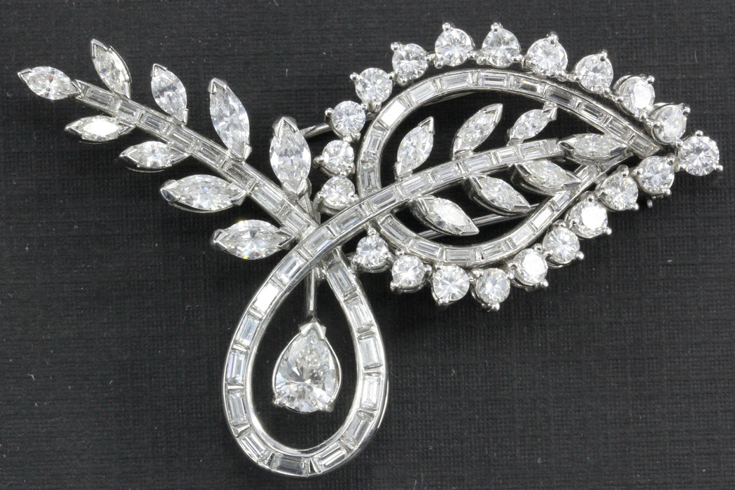 Retro Platinum 8 Carat Diamond Brooch - Queen May