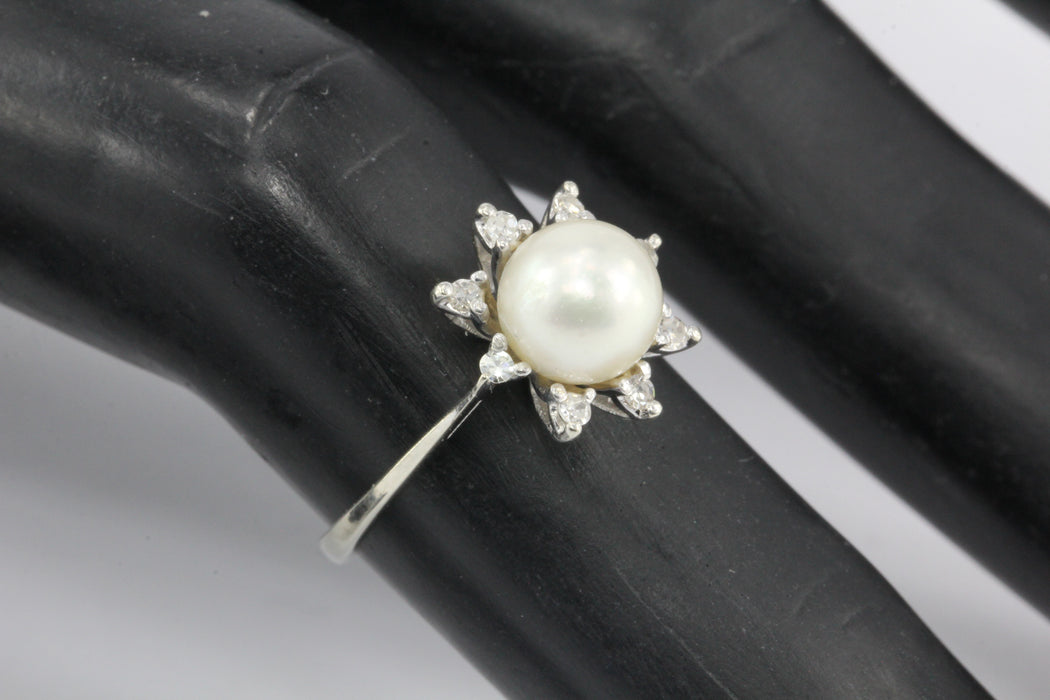 14K White Gold Pearl and Diamond Flower Ring Size 4.25 - Queen May