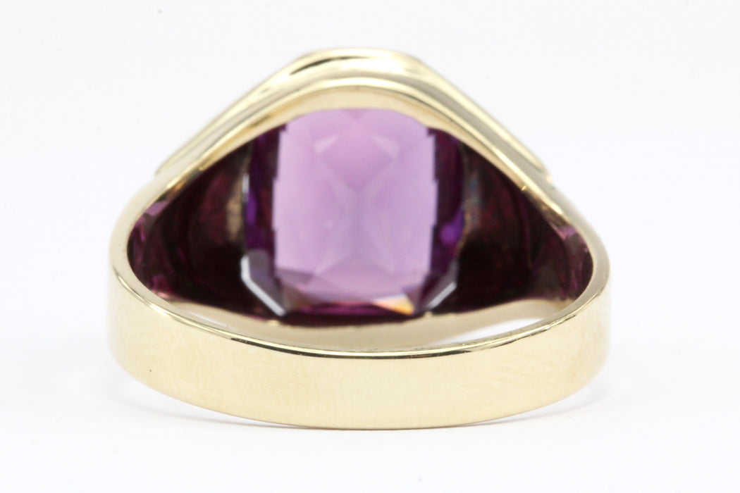 10K Yellow Gold Color Change Sapphire Ring Size 9.5 - Queen May