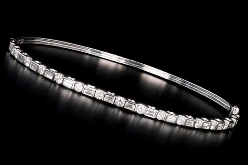 Modern 18K White Gold 1.5 Carat Total Round Brilliant and Baguette Cut Diamond Bangle - Queen May