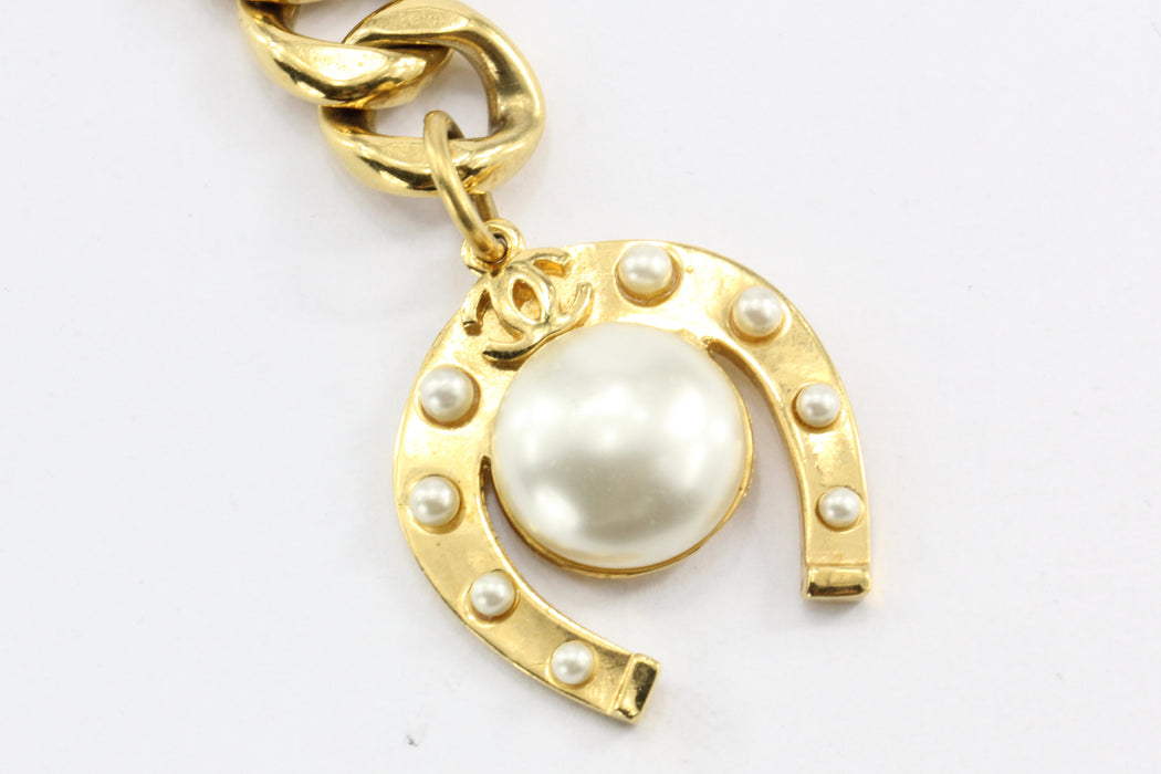 Chanel Gold tone Horseshoe Faux Pearl Medallion Heavy Chain Belt/Necklace - Queen May