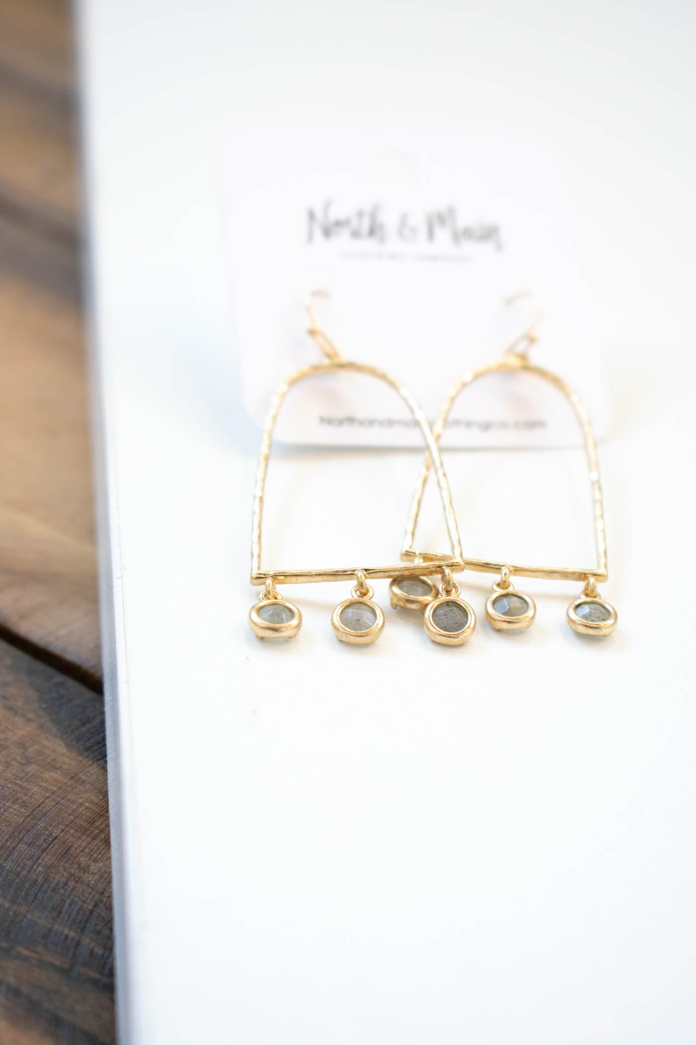 Dainty Arch Metal Earring, Gold
