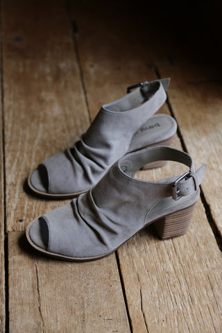 Peep Toe Shoe, Feather Grey