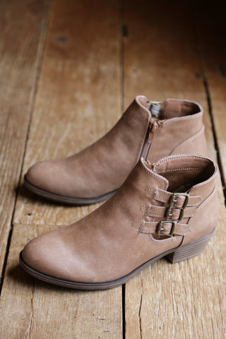 Tikki Buckle Side Boot, Dark Natural