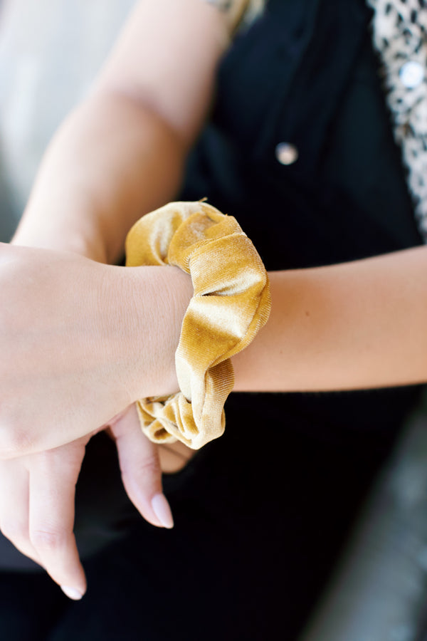 Velvet Scrunchie, Gold