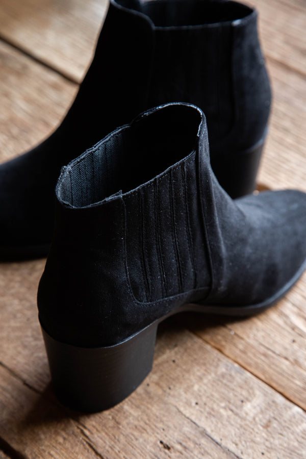 Black Boot by Qupid