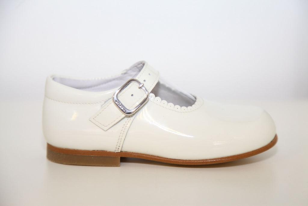 Andanines Girls Cream Patent Mary Janes With Scallop Edging. - Liquorice Kids