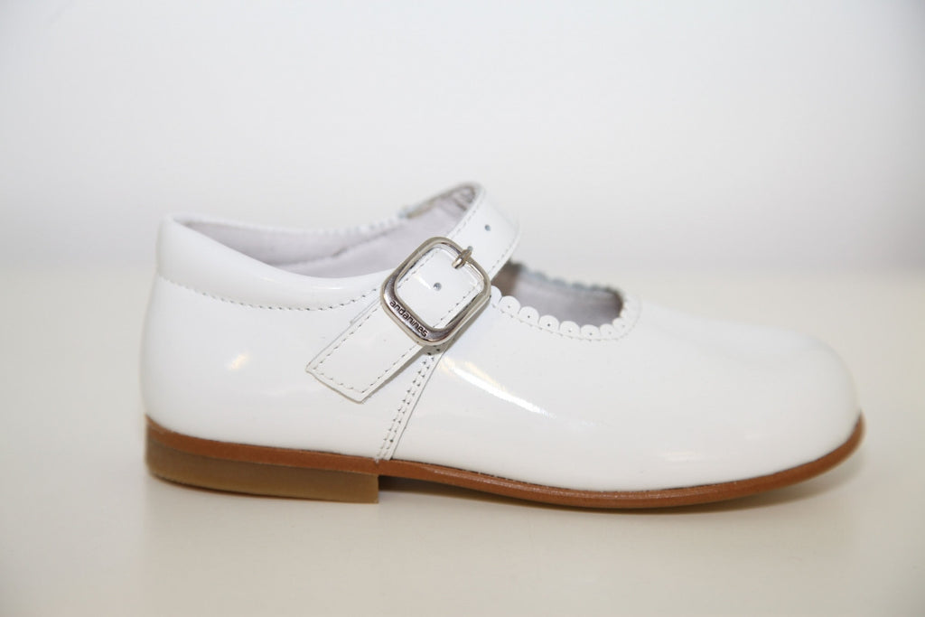 Andanines White Patent Mary Janes with Scalloped Edging - Liquorice Kids