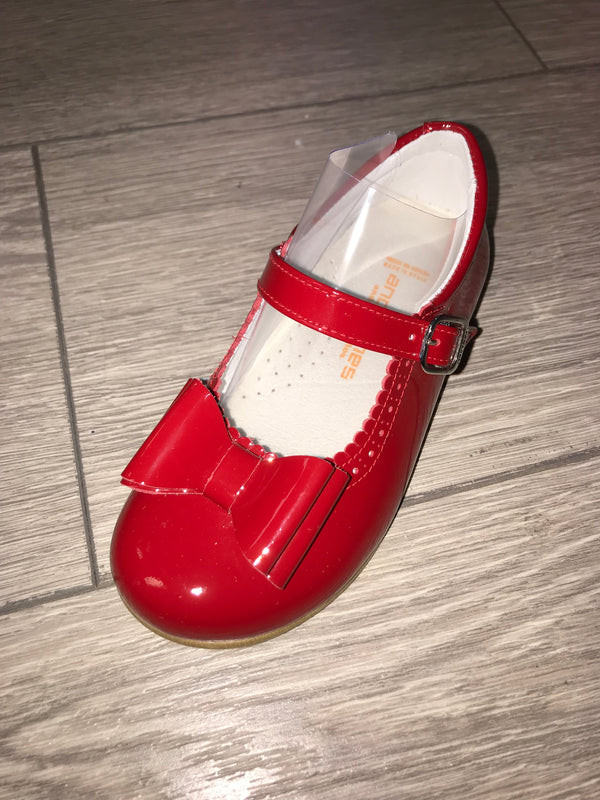 Andanines Girls Red Patent Mary Janes With Scalloped Edging & Bow