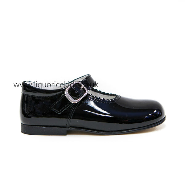 Andanines Girls Black Patent Mary Janes With Scallop Edging. - Liquorice Kids