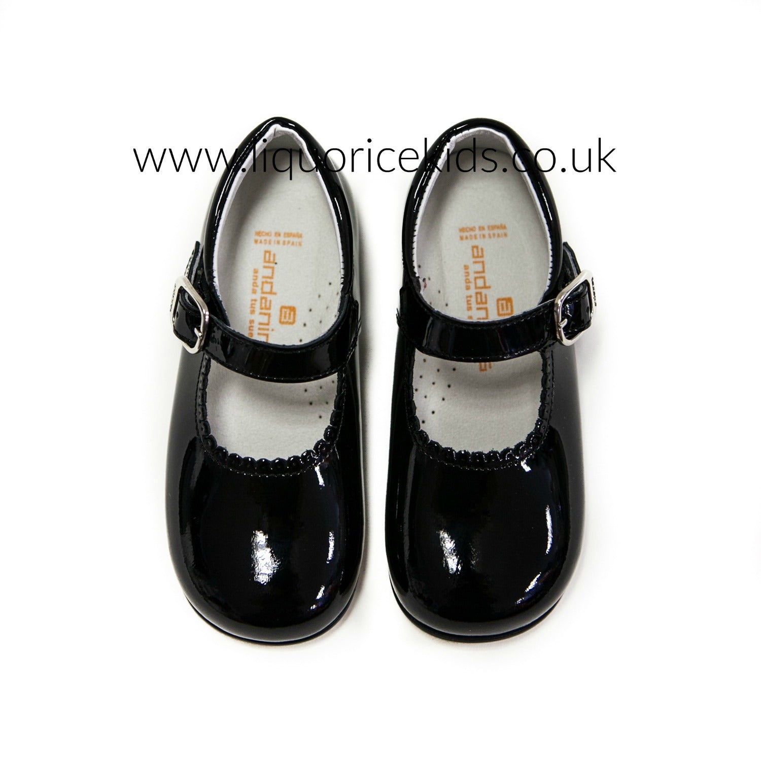 Andanines Girls Black Patent Mary Janes With Scallop Edging
