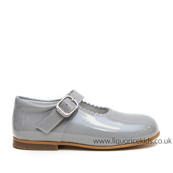 Andanines Girls Ice Grey Patent Mary Janes With Scallop Edging. - Liquorice Kids