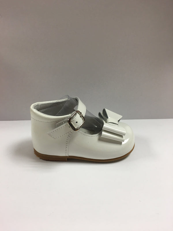 Andanines Girls White Patent Leather Bow Shoes - Liquorice Kids