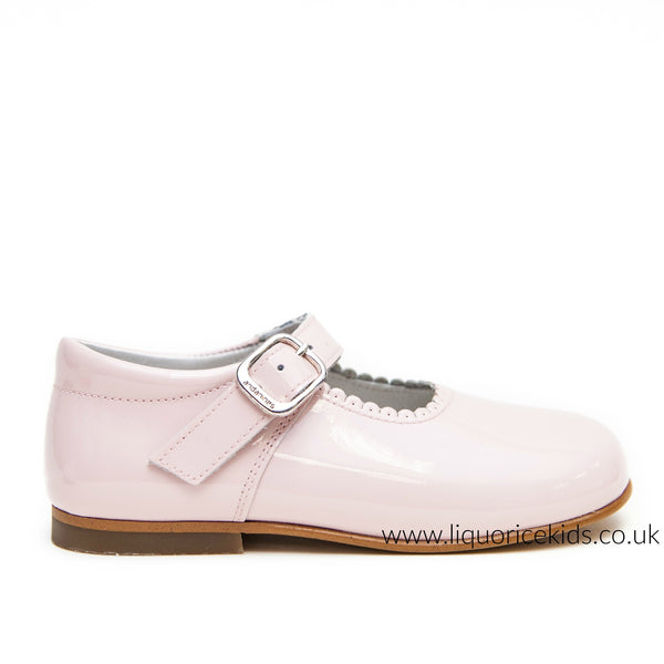 Andanines Girls Pale Pink Patent Mary Janes With Scallop Edging. - Liquorice Kids