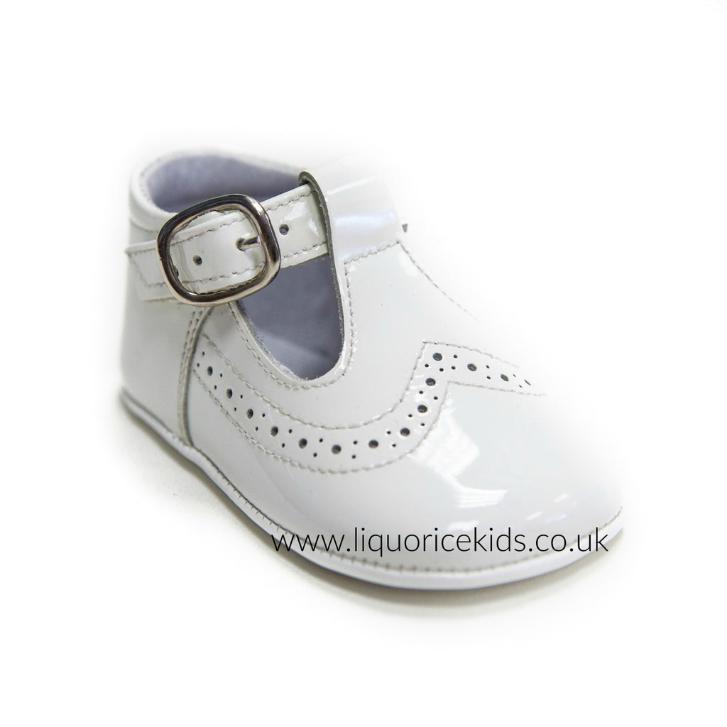 Andanines Cream Patent Pram Shoes