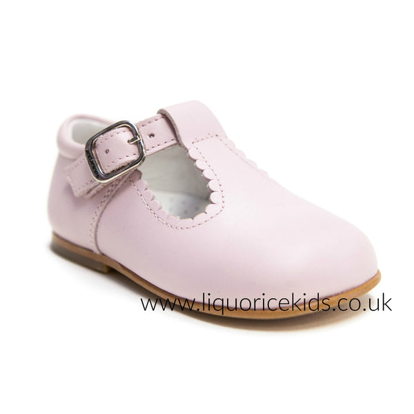 Andanines Girls Baby Pink Leather T-Bar Shoes With Scallop Edging.