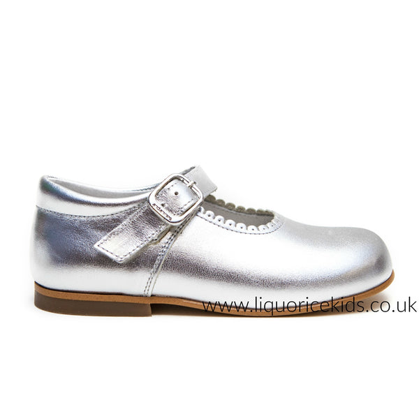 Andanines Girls Leather Silver Mary Janes With Scallop Edging. - Liquorice Kids