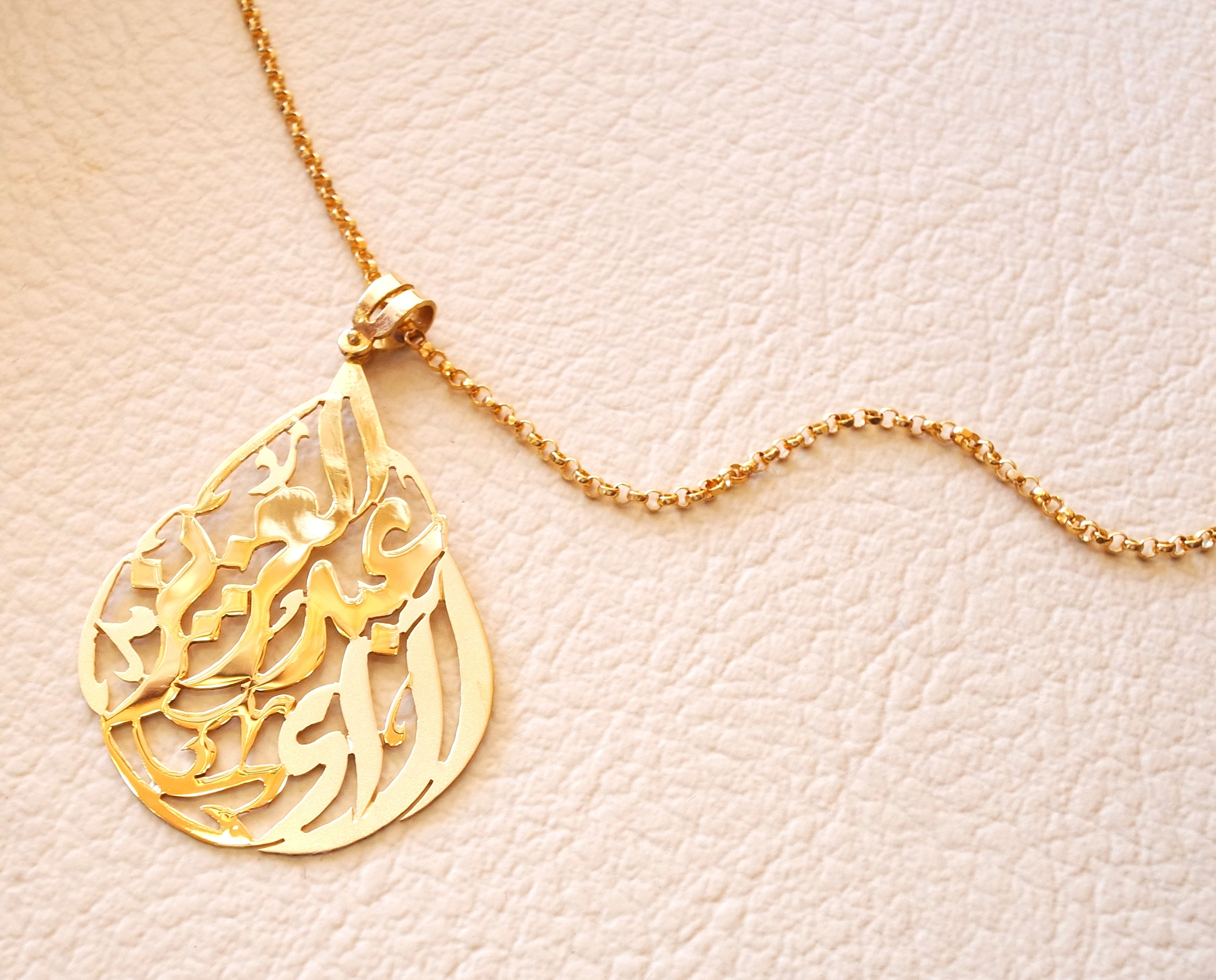 personalized customized 2 names 18 k gold arabic calligraphy pendant with chain pear , round rectangular or any shape fine jewelry