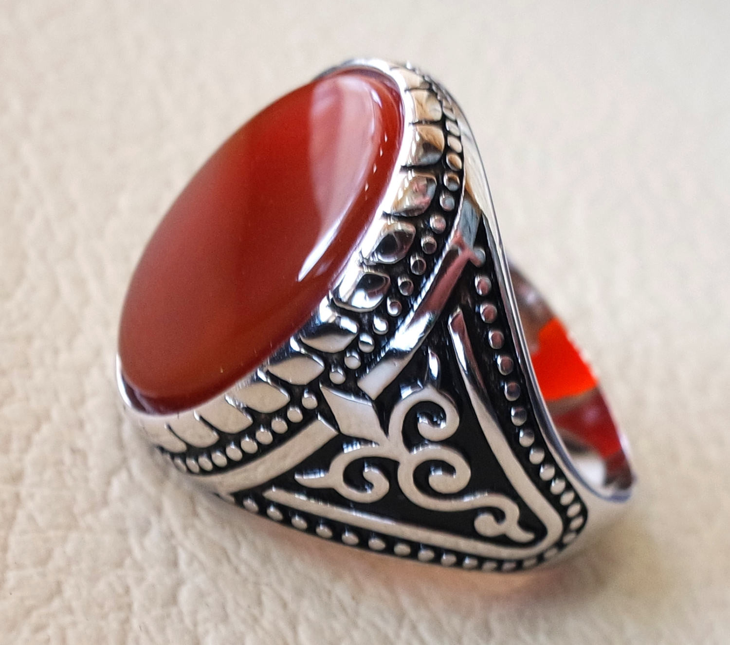 aqeeq natural flat agate carnelian semi precious stone oval red cabochon gem man ring sterling silver 925 arabic middle eastern turkey style